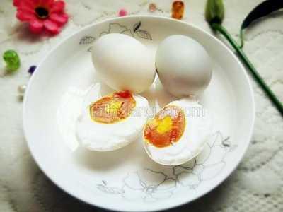 腌咸鸭蛋的方法 自腌咸鸭蛋的做法